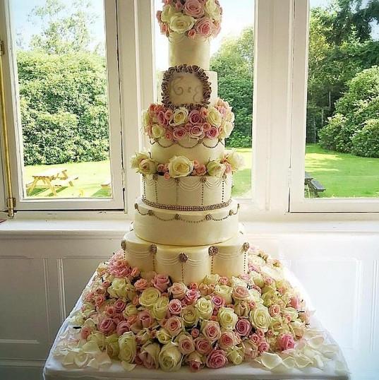 7 tier roses wedding cake