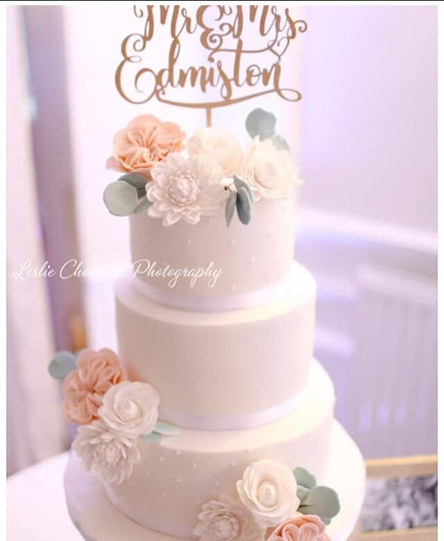 elegant wedding cake eucalyptus