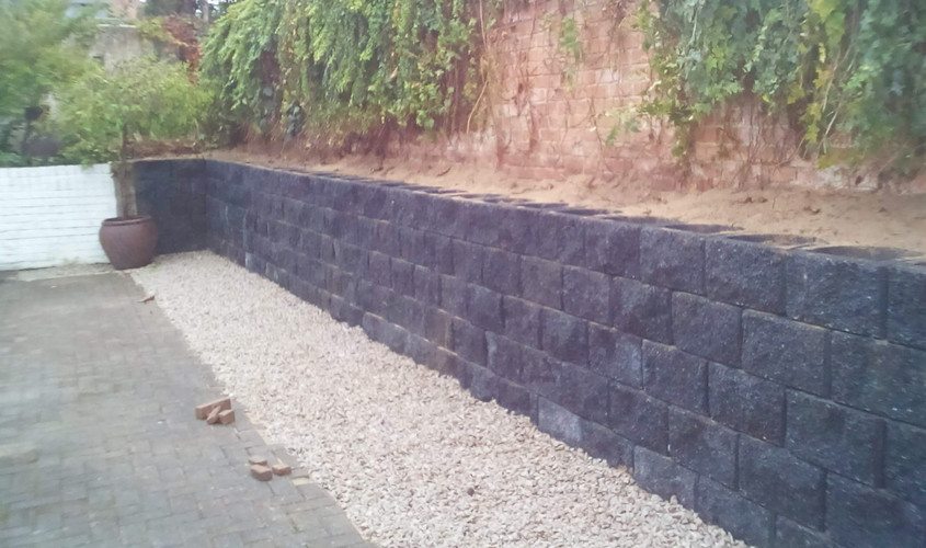 Retaining wall installed in one day