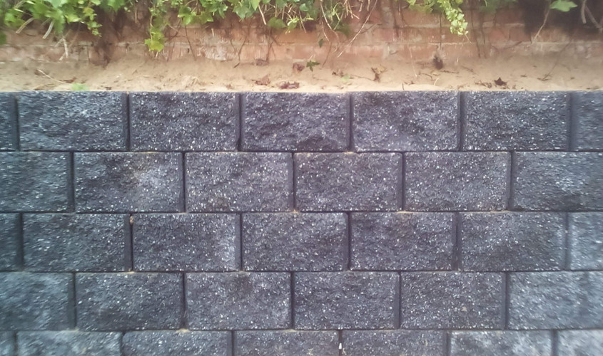 Charcoal Rock Face Vertical Wall