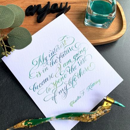 Grün-goldener Federhalter