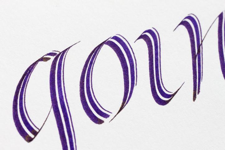 Italic mit dem Parallelpen kalligrafiert