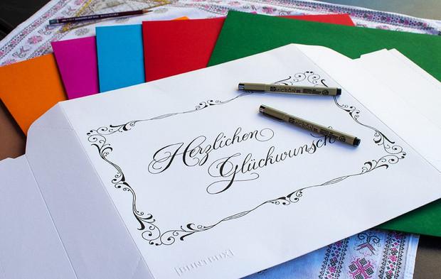 Kalligrafische Geschenkschachtel mit Ornamenten