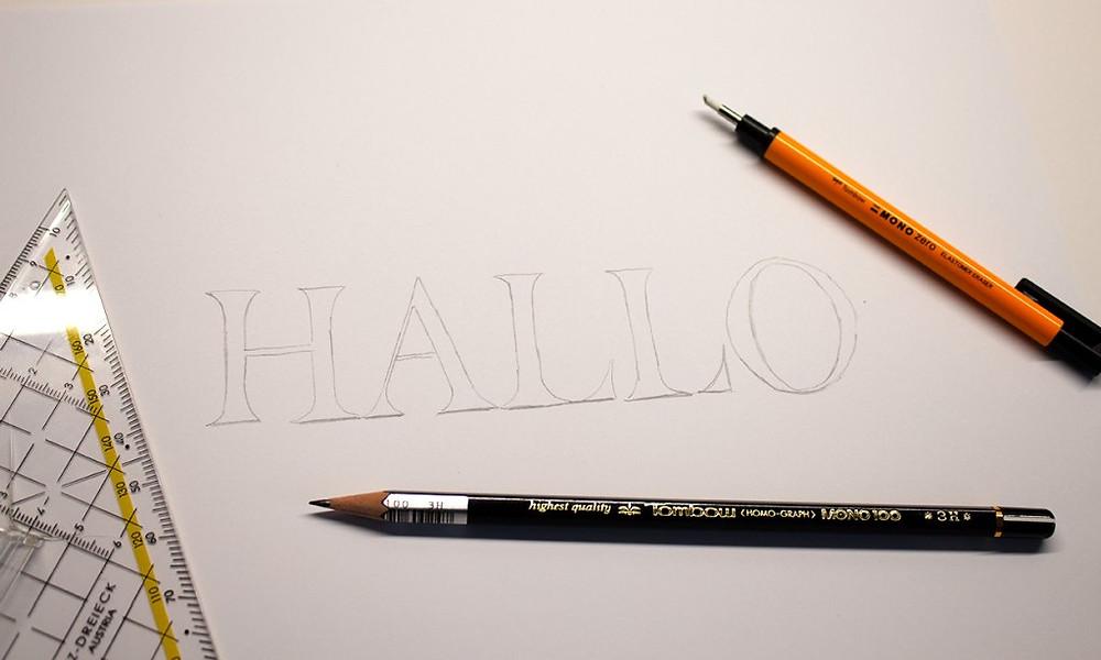 HALLO mit Bleistift vorgezeichnet