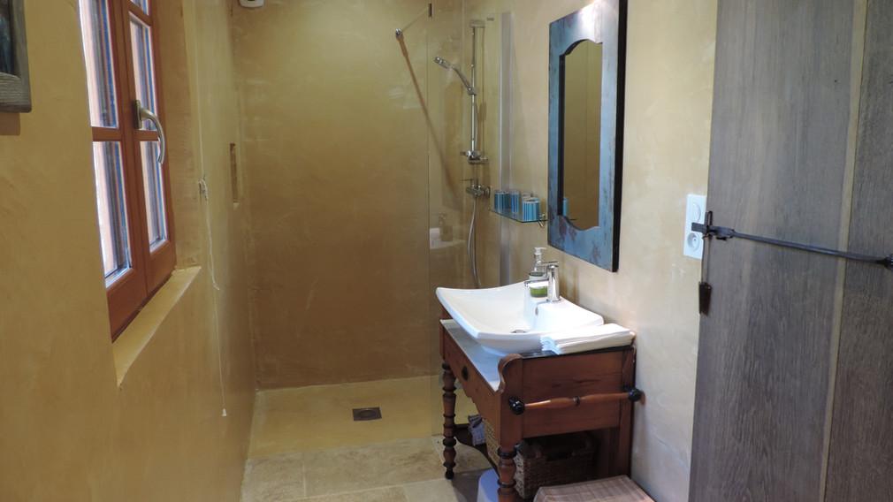 Pigeonnier bathroom.JPG