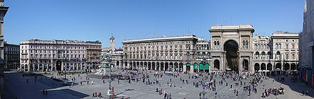 720px-Panorámica_Plaza_Duomo_(Milán).jpg