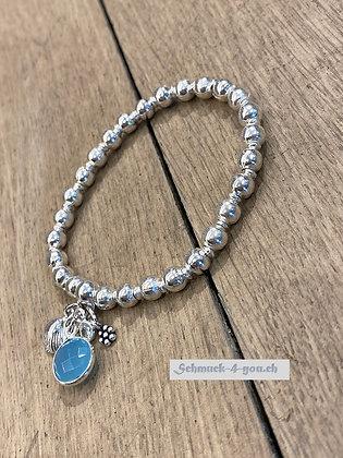 arubaS Armband – mit Silberkugeln, Silber- und und Blauquarzanhänger