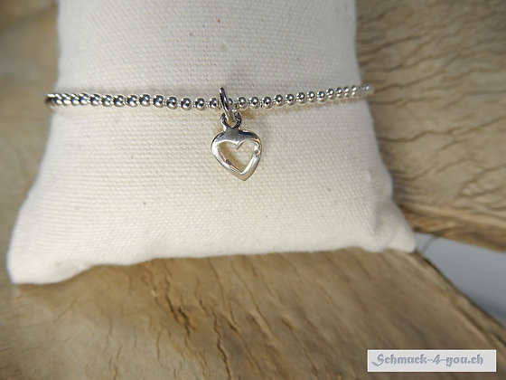 Silberarmband mit Herzanhänger