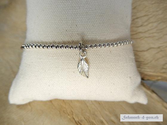 Silberarmband mit Blattanhänger
