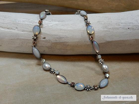 Halskette mit Swarovski-Kristallen