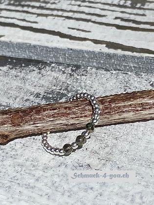 Ring mit drei Pyrit-Steinen, 3mm