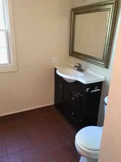 1417 Broadway #2 upstairs bathroom(2).JP