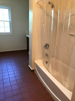 1417 Broadway #2 upstairs bathroom.JPG