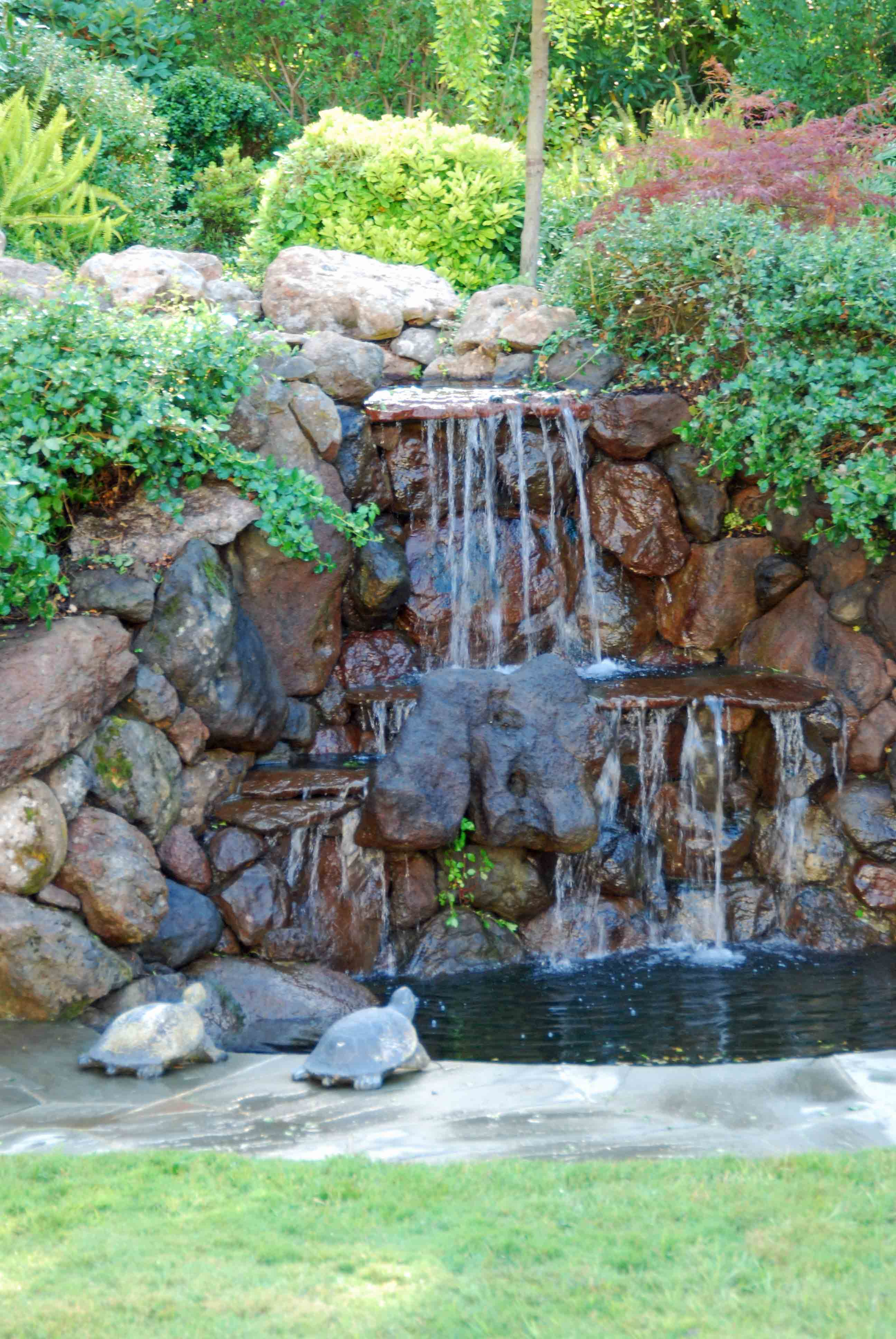 Recirculating waterfall