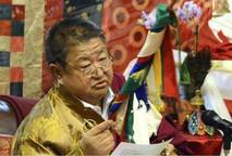 Shenpen Dawa Rinpoche giving teachings