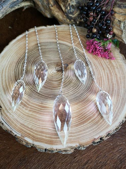 Bergkristal pendel met zilveren koord