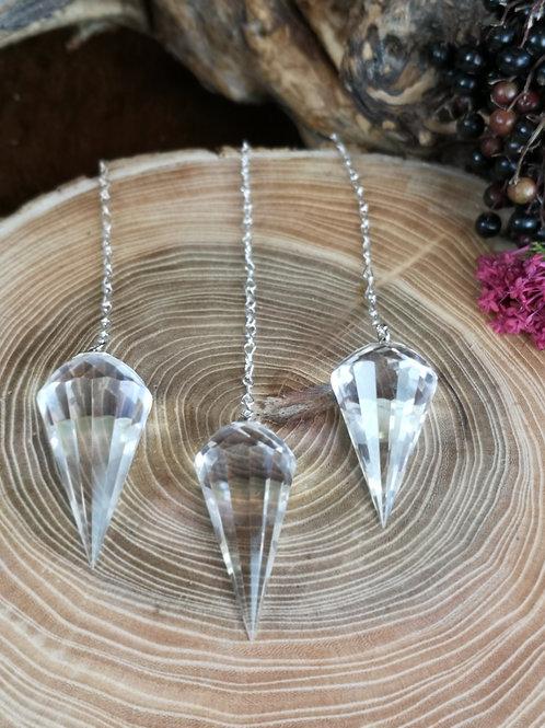 Bergkristal pendel met zilveren ketting
