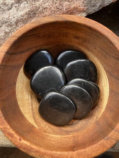 Shunghite Flat stones per piece