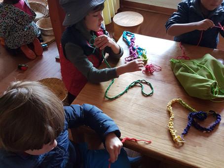 7 beneficios de tejer para los niños