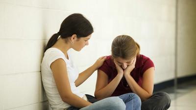 ¿Cómo acompañar a una amiga que sufre?