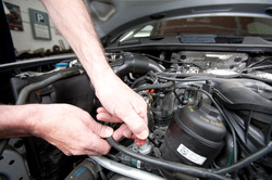 Adjusting the engine