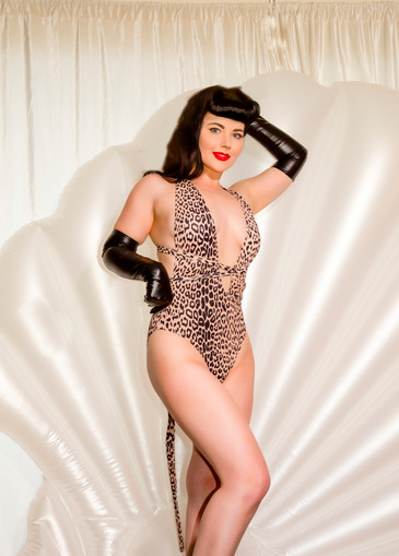 Retro Lovely Pinup Magasine Bettie Page by Harlow Pinup