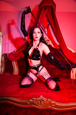 Harlow Pinup and Boudoir photography Chicago Sally Marvel Fetich Burlesque Performer
