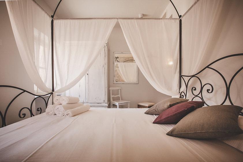 Almaranto - Piccolo Room 59.jpg