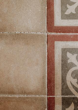 Almaranto - 082  Tiles lores.jpg