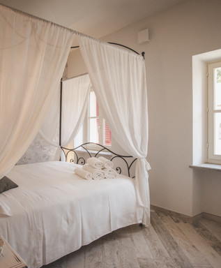 Almaranto - Piccolo Room 61.jpg