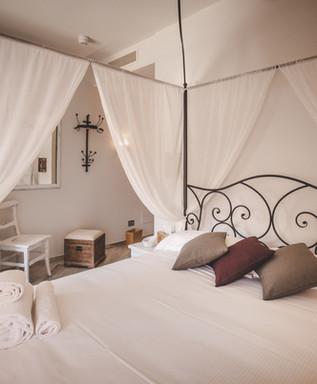 Almaranto - Piccolo Room 60.jpg