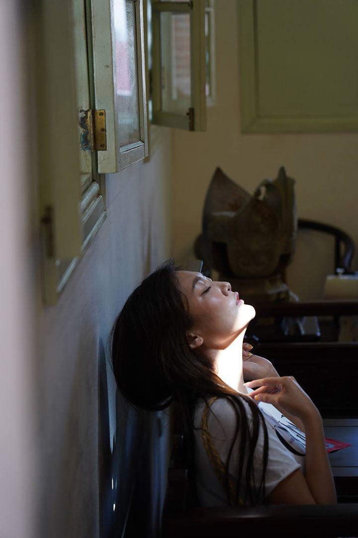 陰影銳利處在陽光下拍攝