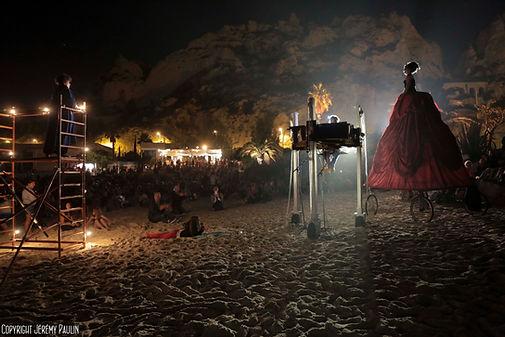 spectacle de La Rumeur piano roulant diva géante déambulation photo