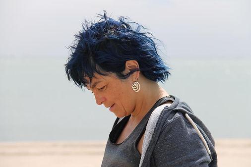Marianne Suner chanteuse cheffe de choeur Marseille femme peinture Les Festives artiste