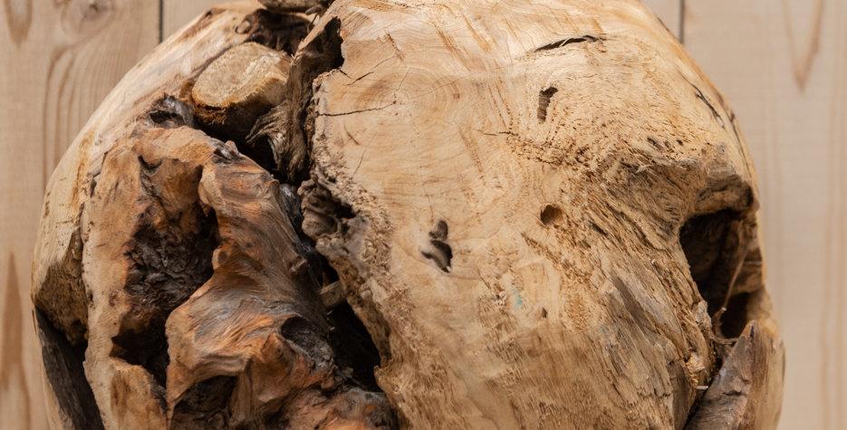 Natural wood sphere deco