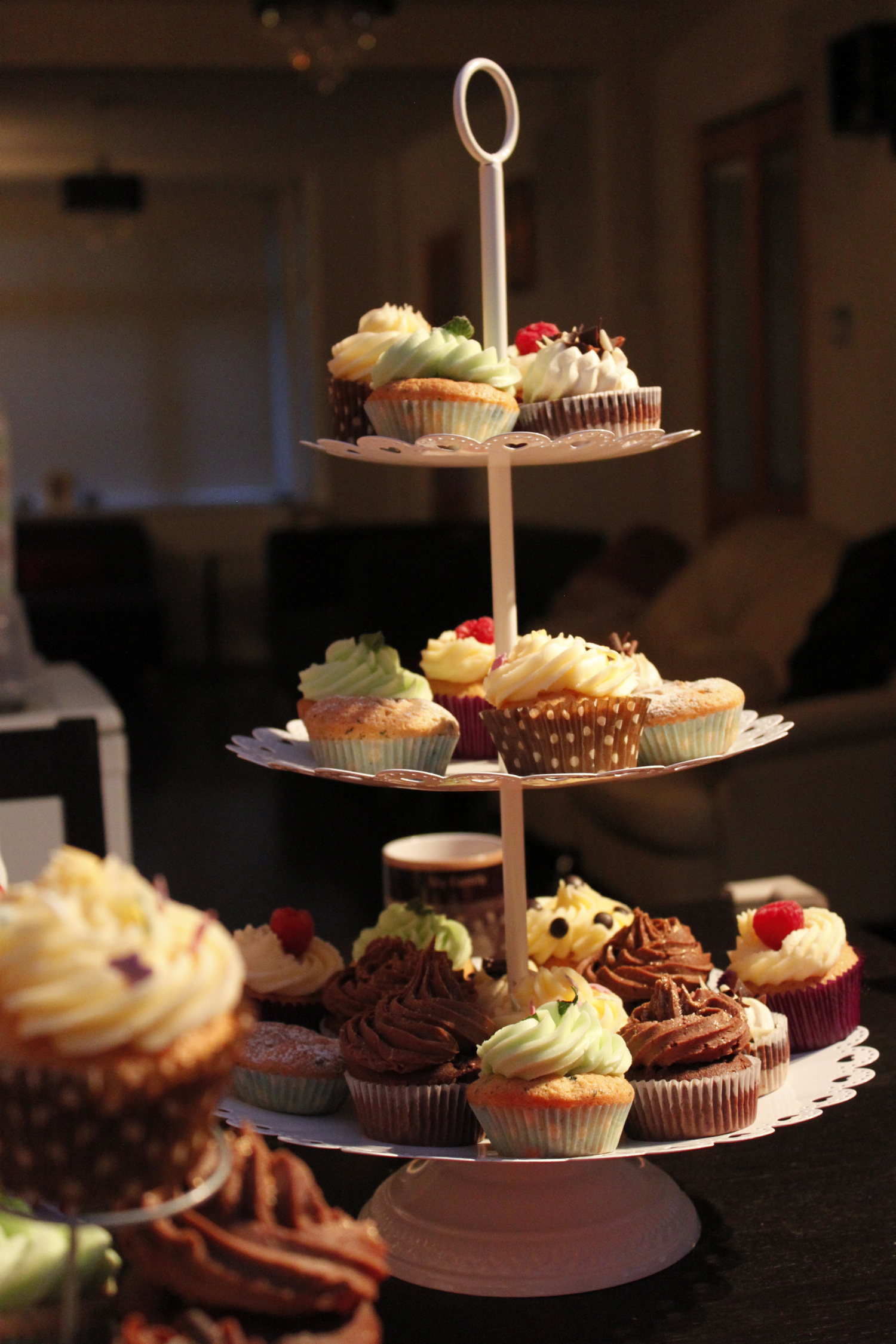cakes-on-a-stand_8604961790_o