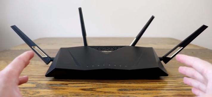Asus RT-AX88U Geleceğe hazır, yüksek hız, yüksek fiyat Gigabit internet hizmetiniz varsa veya ağınızda ince ayar yapmak için ayarlara girmek istiyorsanız, RT-AX88U'nun ekstra özellikleri ve geliştirilmiş hızı ve menzili yüksek maliyete değer. Ancak çoğu evde aşırıdır.