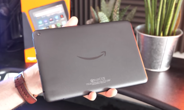 Amazon Fire HD 8 Amazon destekli bir medya tableti 2017 Fire HD 8 daha yavaştır, daha düşük çözünürlüklü bir ekrana sahiptir ve ZenPad'den daha sınırlıdır, ancak video ve okuma için harika ve ucuz bir tablettir.