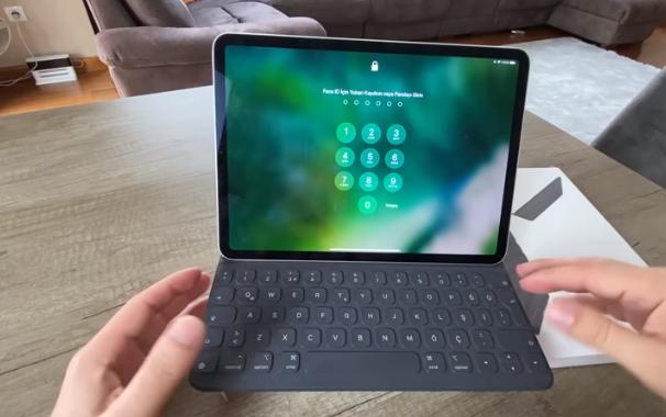 Daha iyi performans, kameralar ve renk doğruluğu Yeni iPad Pro'nun hem 11 hem de 12,9 inç yapılandırmaları, öncekilerden daha büyük, daha iyi ekranlara, daha iyi performansa ve akıllı telefon düzeyinde kameralara sahip.