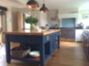 Painted Kitchen; the House of Upcycling