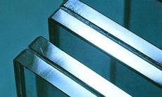 Como são fabricados os vidros laminados?