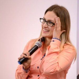 Nicole Fischer, Atenua Som