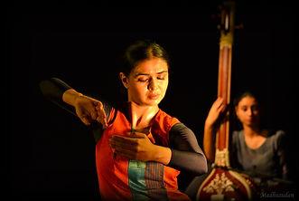 performing kabir by sanjukta wagh