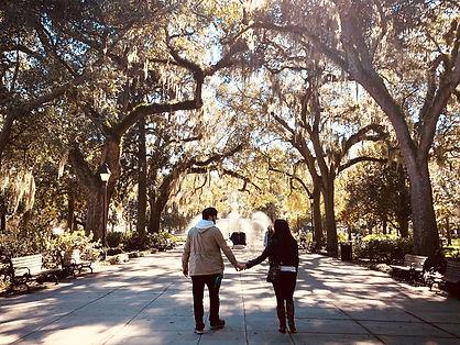 savannah-couple-forsyth-fountain-credit-