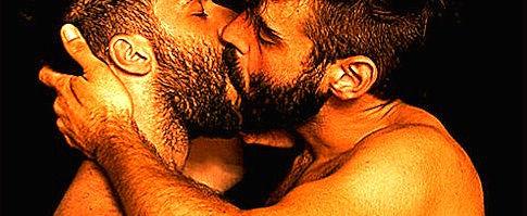 Hairy-Kissing-001_edited_edited.jpg