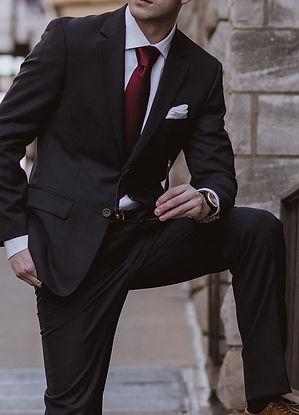Chemise-blanche-costume-noir-classique-homme.jpg