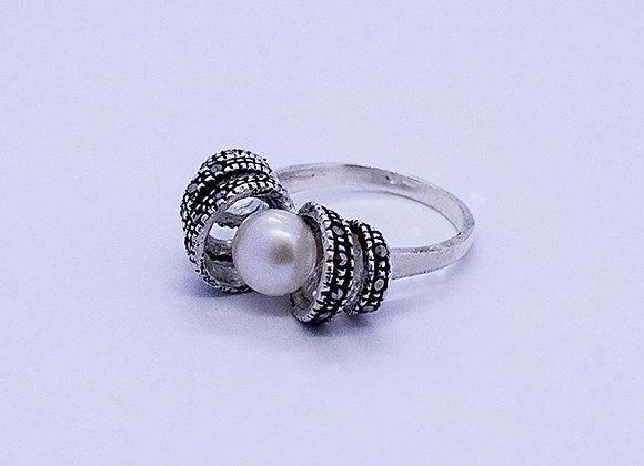 Anillo perla con marquesita #9.5