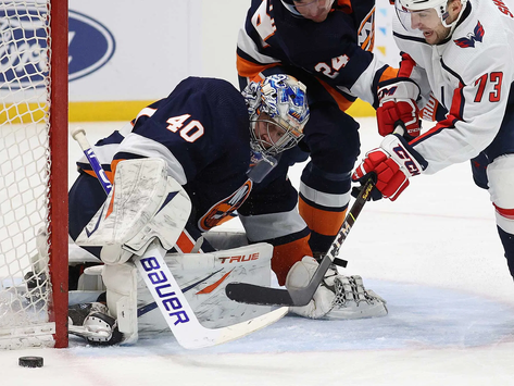 Islanders Edge: Varlamov stellar, Isles pull out win in tightly contested affair