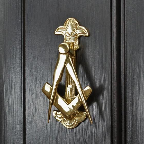 dk152_-_mason_door_knocker_on_black_back