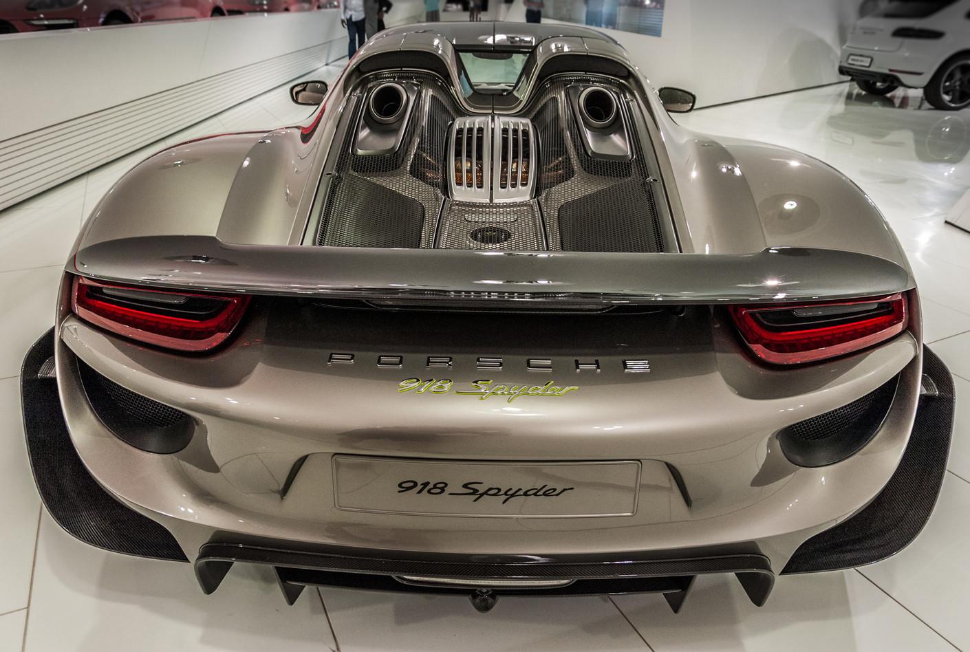 Porsche Museum 2016-6627.jpg
